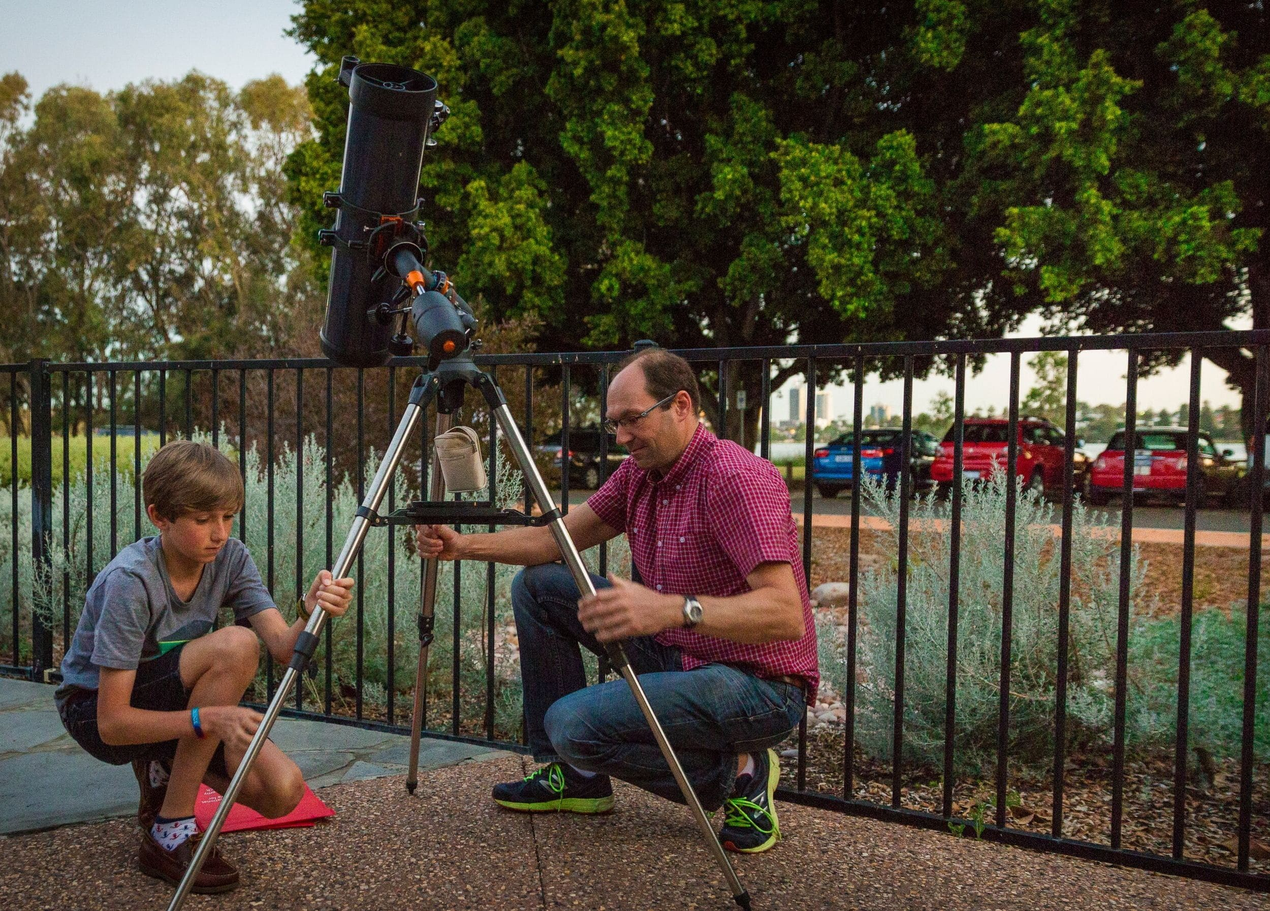 Does size matter? 7 tips on what is the best telescope to buy for beginners.